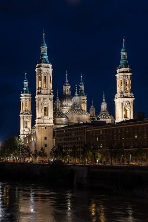 Fotografía vertical de la Basílica de Nuestra Señora del Pilar de Zaragoza nº01