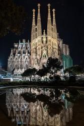 Fotografía vertical del Templo Expiatorio de la Sagrada Familia en Barcelona nº02