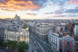 Imagen de la calle Gran vía de atardecer de Madrid nº02