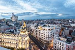 Imagen de la calle Gran vía de atardecer de Madrid nº01